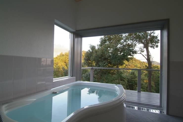 Bathroom by AMI ENVIRONMENT DESIGN/アミ環境デザイン