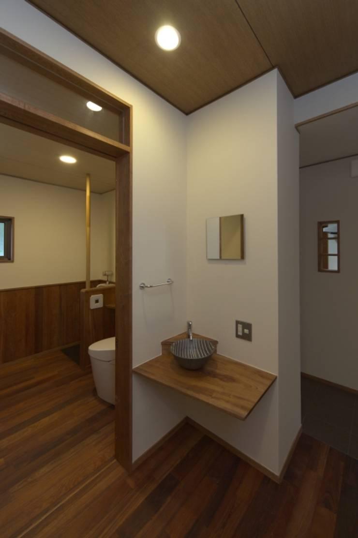 豊浦町の家: AMI ENVIRONMENT DESIGN/アミ環境デザインが手掛けた浴室です。