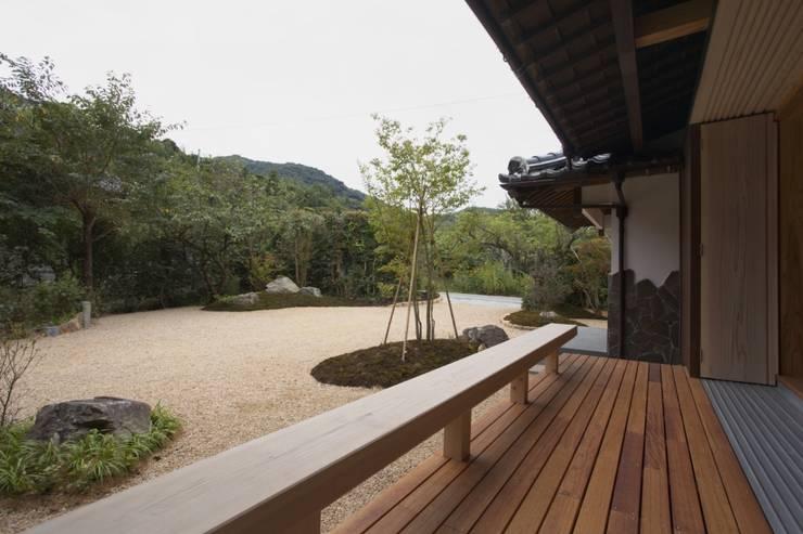 豊浦町の家: AMI ENVIRONMENT DESIGN/アミ環境デザインが手掛けたテラス・ベランダです。