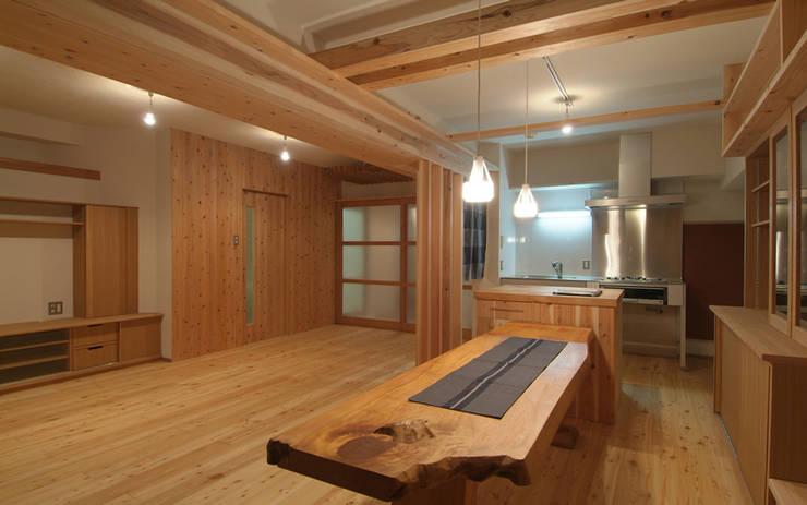 久留米の家: AMI ENVIRONMENT DESIGN/アミ環境デザインが手掛けたダイニングです。