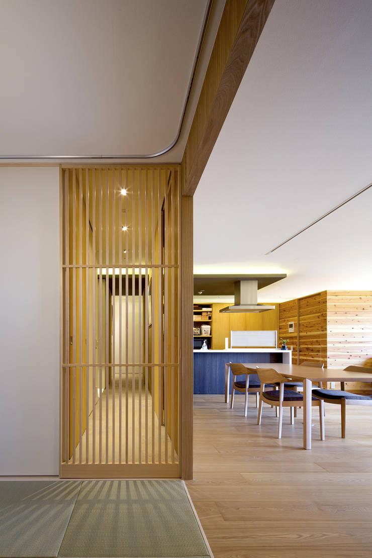 都島のマンションリフォーム: プラスアトリエ一級建築士事務所が手掛けた和室です。,