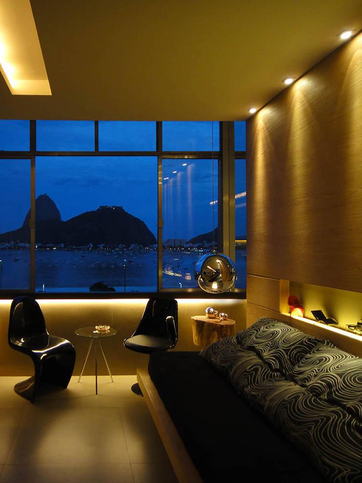 Loft Praia de Botafogo:   por Rodrigo Dinelli Arquitetura