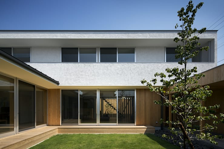 仲庭の家: プラスアトリエ一級建築士事務所が手掛けた庭です。,