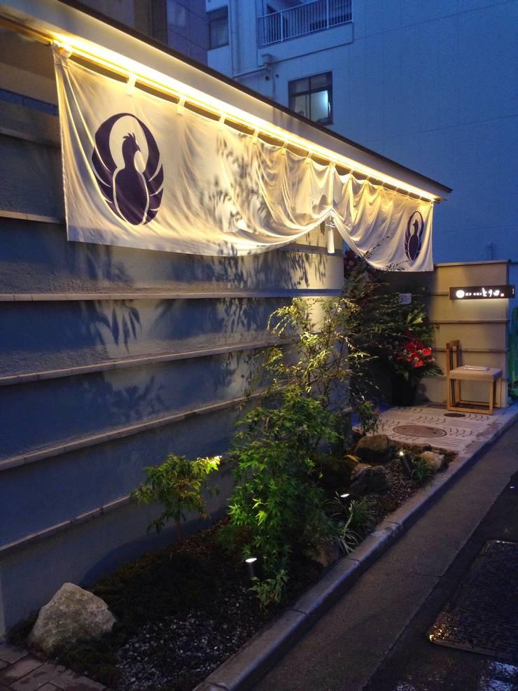 博多水炊きとり田: 庭園空間ラボ teienkuukan Laboが手掛けた庭です。