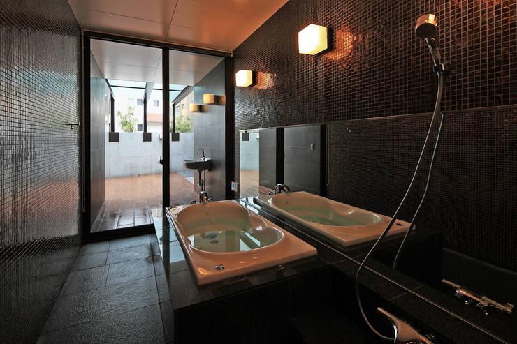 浴室: 猪股浩介建築設計 Kosuke InomataARHITECTUREが手掛けた浴室です。