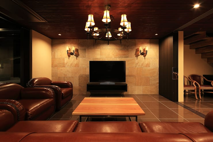 リビング: 猪股浩介建築設計 Kosuke InomataARHITECTUREが手掛けたリビングです。