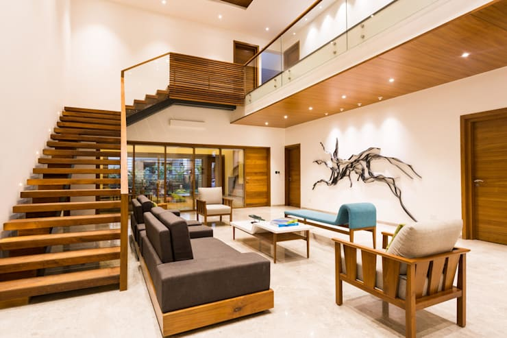 Jayesh bhai interiors:  Living room by Vipul Patel Architects