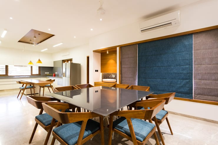 Jayesh bhai interiors:  Dining room by Vipul Patel Architects