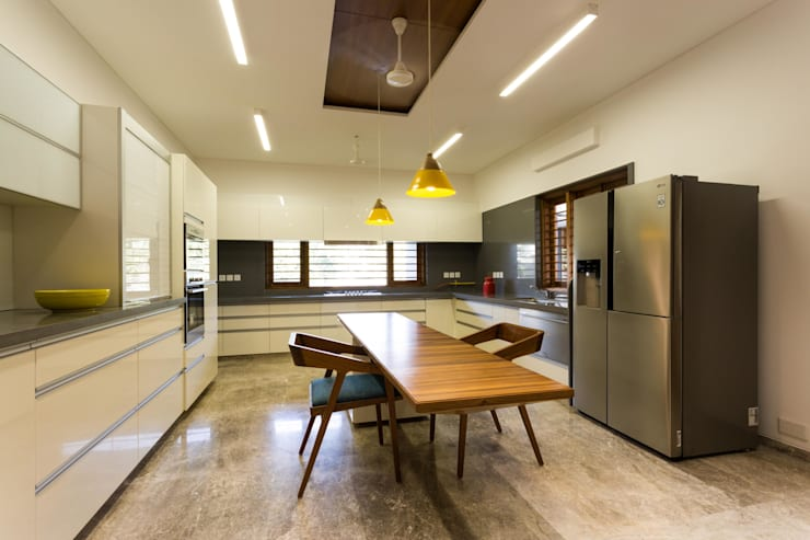Dining room by Vipul Patel Architects