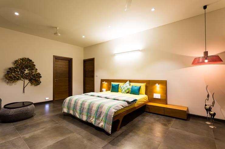 Vipul Patel Architects의  침실