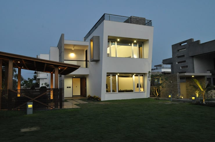 Mr. Ashwin's house:  Houses by Vipul Patel Architects