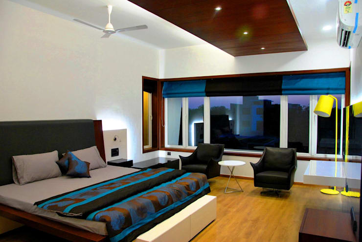 Mr. Ashwin's house:  Bedroom by Vipul Patel Architects