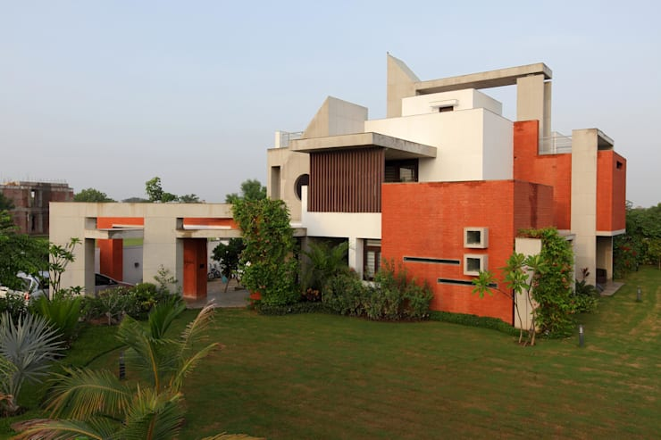 Dual house images:  Houses by Vipul Patel Architects