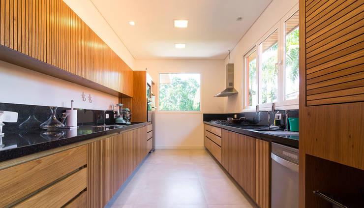 Projeto: Cozinhas  por Pitta - Arquitetura e Engenharia,