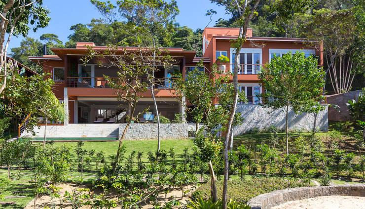 Projeto: Casas  por Pitta - Arquitetura e Engenharia,