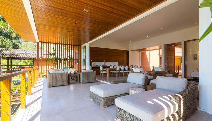Projeto: Salas de estar  por Pitta - Arquitetura e Engenharia,