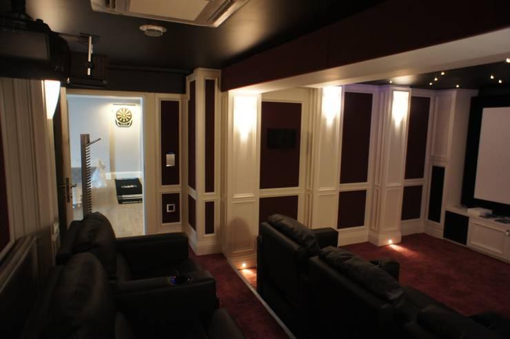 RETA Architecture-Interior-Industrial Design – Ankara Villa: modern tarz Multimedya Odası