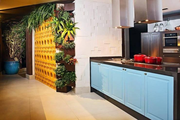 Casa Cor Brasília: Cozinhas  por Celmar Móveis Planejados