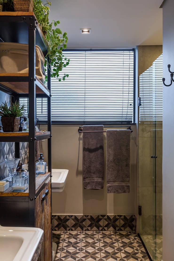 Banho Master: Banheiros  por Piloni Arquitetura
