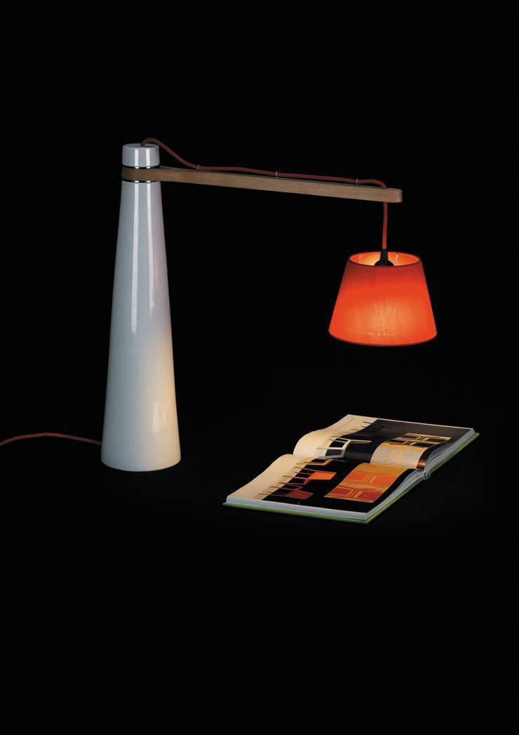 VALDITARO projects: Casa  por LUZZA by AIPI - Portuguese Lighting Association