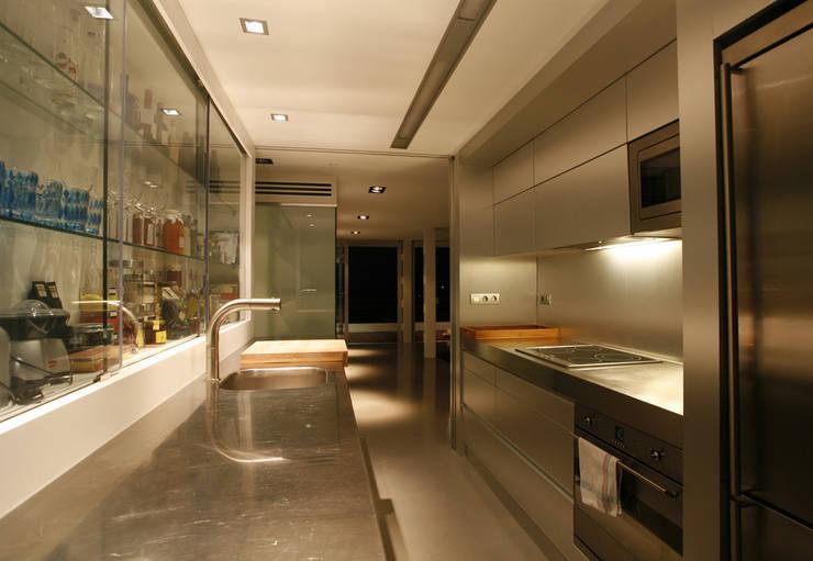 Un loft en la Albufera : Cocinas de estilo  de Isidoro Moreno e Hijos s.l.