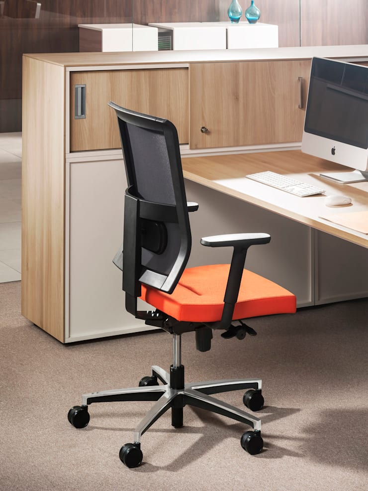 Fotel do domu i do biura: styl , w kategorii Domowe biuro i gabinet zaprojektowany przez ErgoKoncept