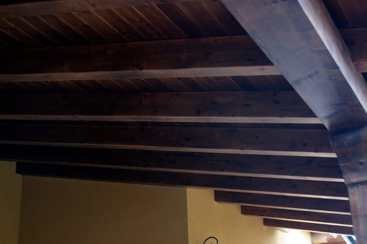 Panel de madera en vivienda de León.: Casas de estilo  de panelestudio