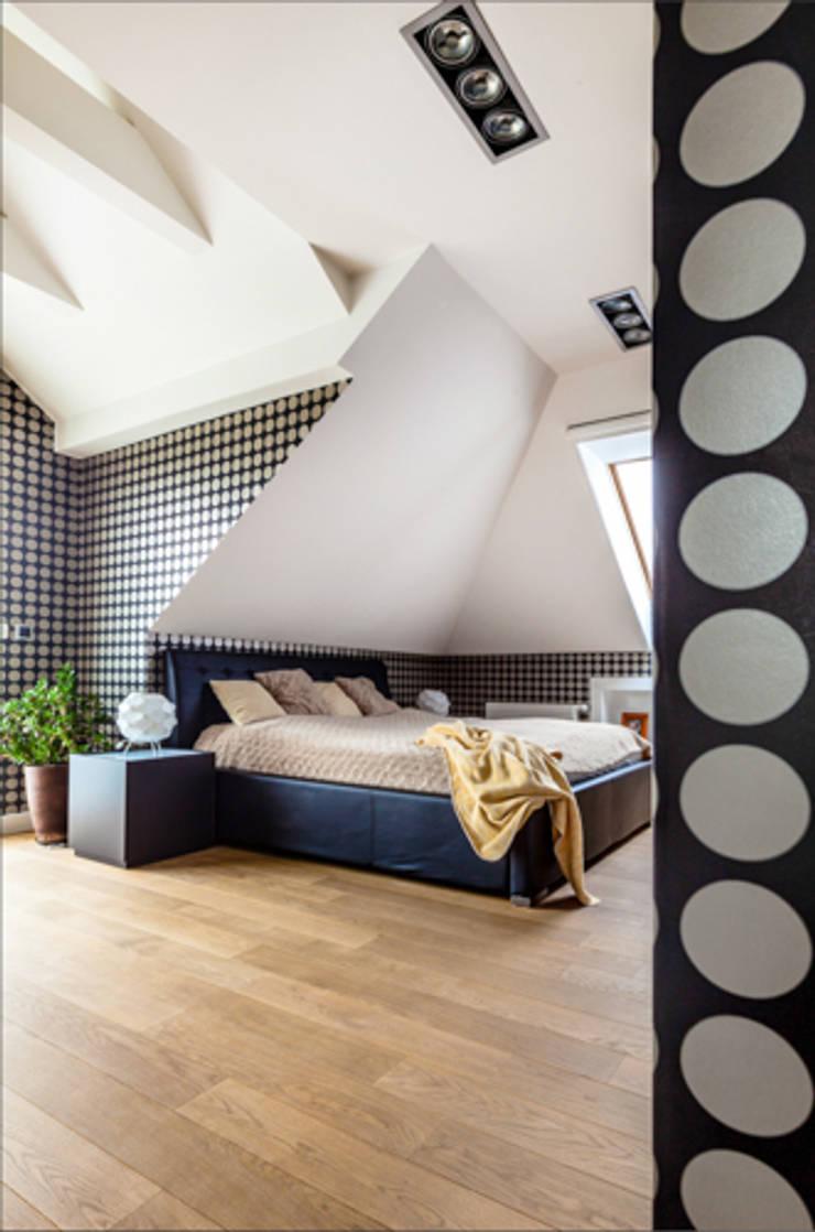 PROJEKT DOMU W POZNANIU: styl , w kategorii Sypialnia zaprojektowany przez DECOCAFE