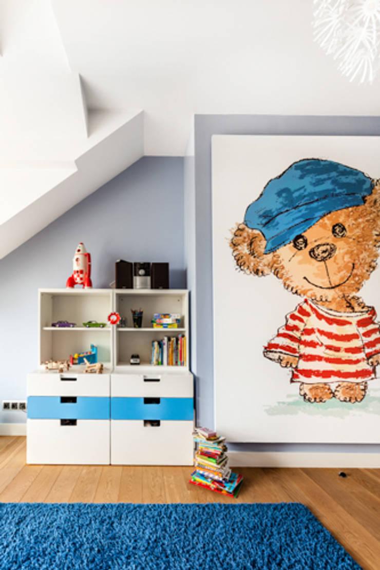 PROJEKT DOMU W POZNANIU: styl , w kategorii Pokój dziecięcy zaprojektowany przez DECOCAFE