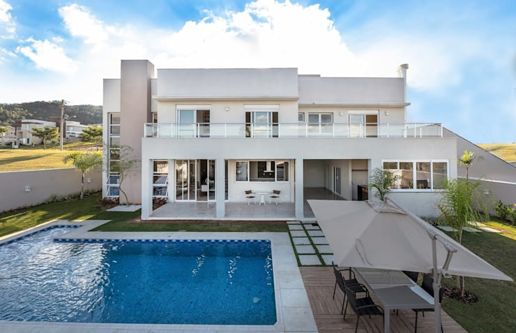 Casa, Condomínio Ibi Aram, Itupeva, São Paulo, Brasil: Piscinas  por Larissa Carbone Arquitetura e Interiores