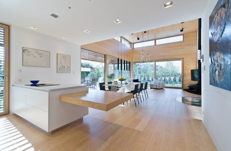 Cedar House: styl , w kategorii Kuchnia zaprojektowany przez Fotografia Przemysław Turlej