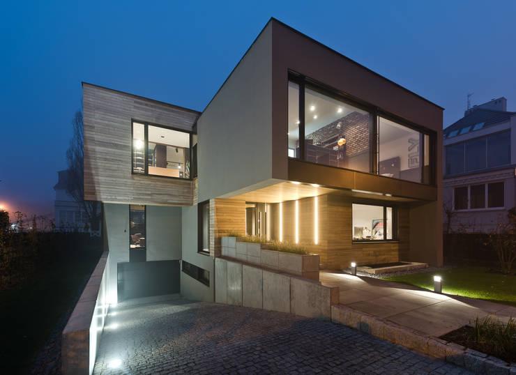 Dom w Poznaniu: styl , w kategorii Domy zaprojektowany przez Fotografia Przemysław Turlej,Nowoczesny