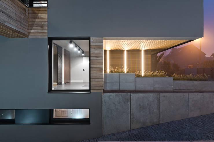 Dom w Poznaniu: styl nowoczesne, w kategorii Domy zaprojektowany przez Fotografia Przemysław Turlej