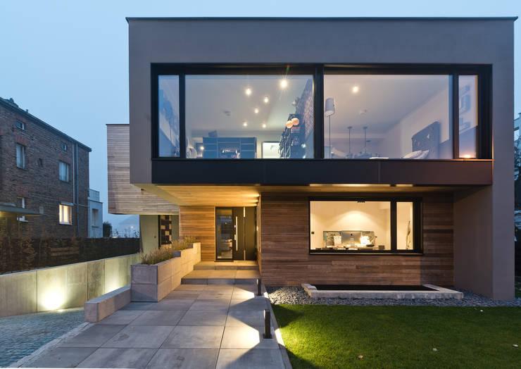 Dom w Poznaniu: styl , w kategorii Domowe biuro i gabinet zaprojektowany przez Fotografia Przemysław Turlej,Nowoczesny