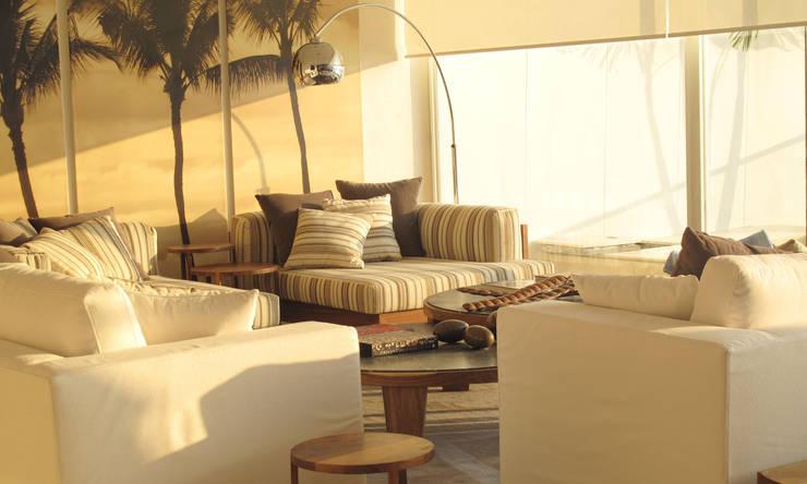 Proyectos: Salas de estilo clásico por RCH ARQUITECTURA E INTERIORES