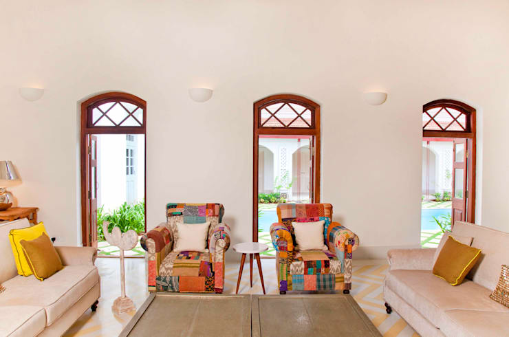 Villa Verde, Goa.:  Living room by Studio MoMo