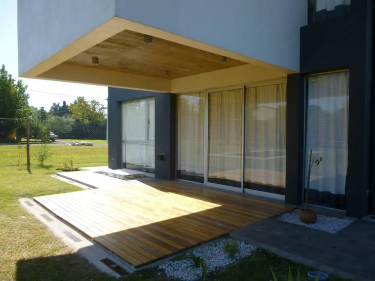 El Sosiego: Casas de estilo  por Estudio de arquitectura Zambosco Pinto & asoc.