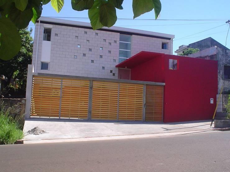 Casa Pedernera: Casas de estilo  por LS+M