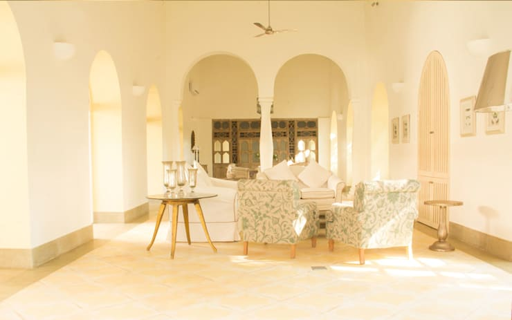 Villa Branco:  Living room by Studio MoMo,Modern