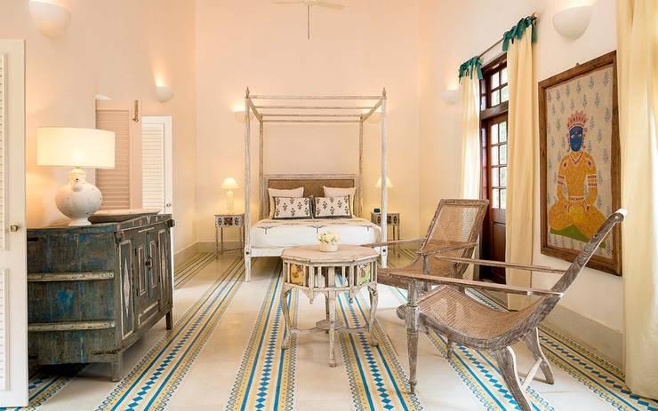 Villa Azul: modern Bedroom by Studio MoMo