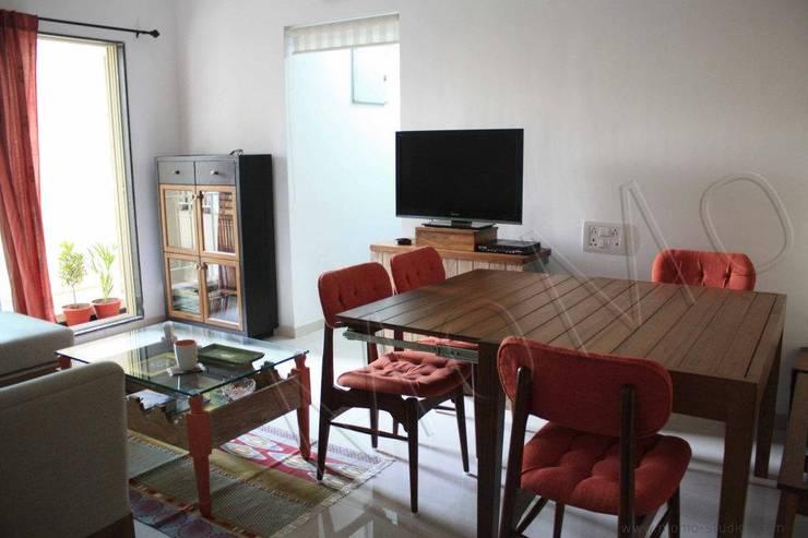 Mumbai flat:  Dining room by Studio MoMo,Modern