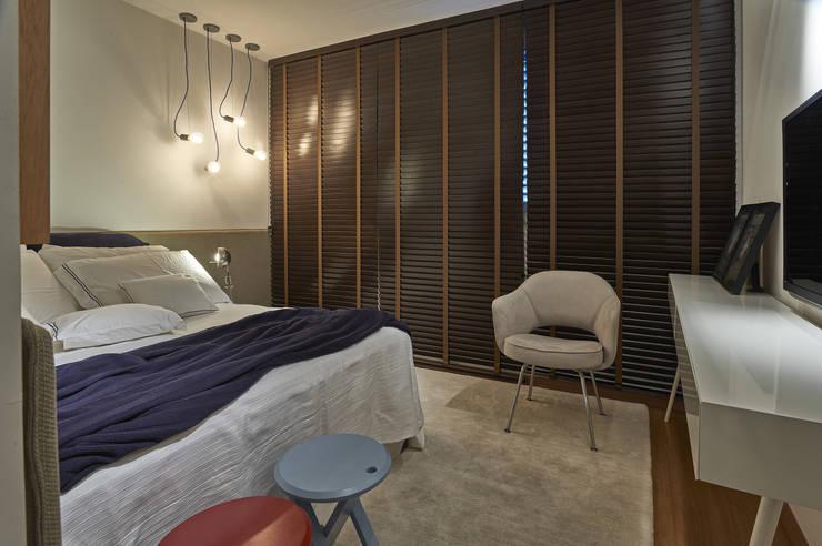 Dormitorios de estilo  de Piacesi Arquitetos