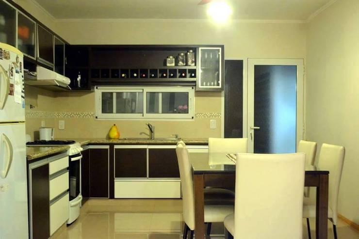 OBRA CANTARUTTI: Cocinas de estilo  por A1 arquitectura+diseño