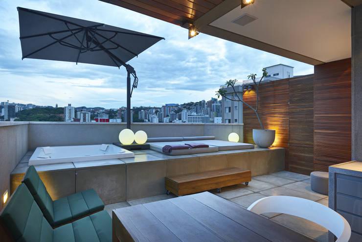 Terrazas de estilo  de Piacesi Arquitetos
