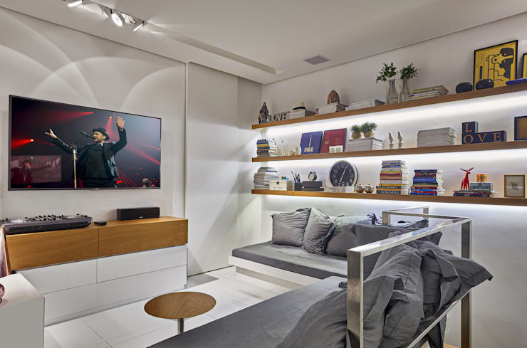 Apartamento | Cobertura: Salas multimídia  por Piacesi Arquitetos