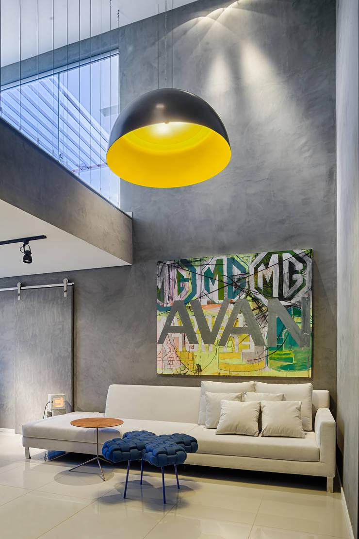 Apartamento | Cobertura : Salas de estar  por Piacesi Arquitetos