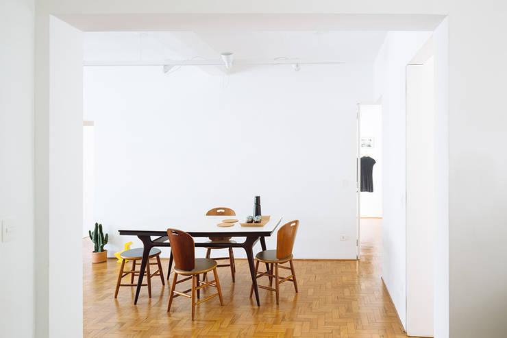 projetos: Salas de estar clássicas por 23 Sul arquitetura