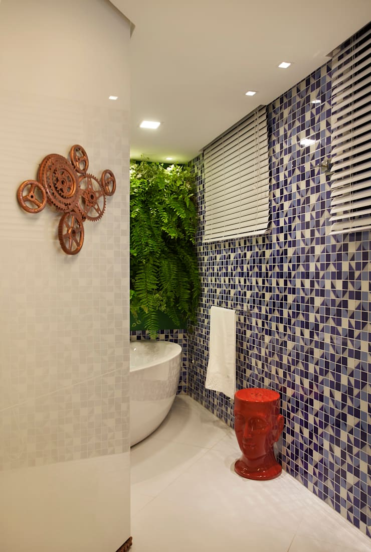 Banheiro do Esportista: Banheiros  por Mericia Caldas Arquitetura
