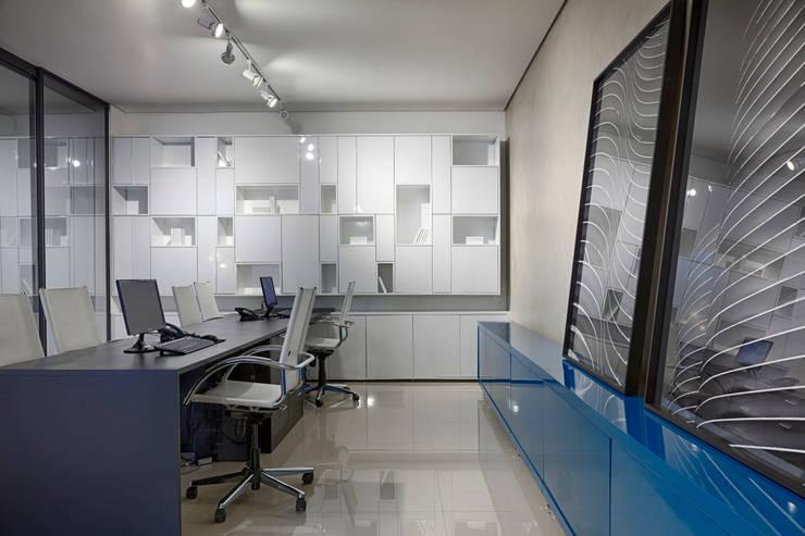 Idelli : Espaços comerciais  por Piacesi Arquitetos,Minimalista
