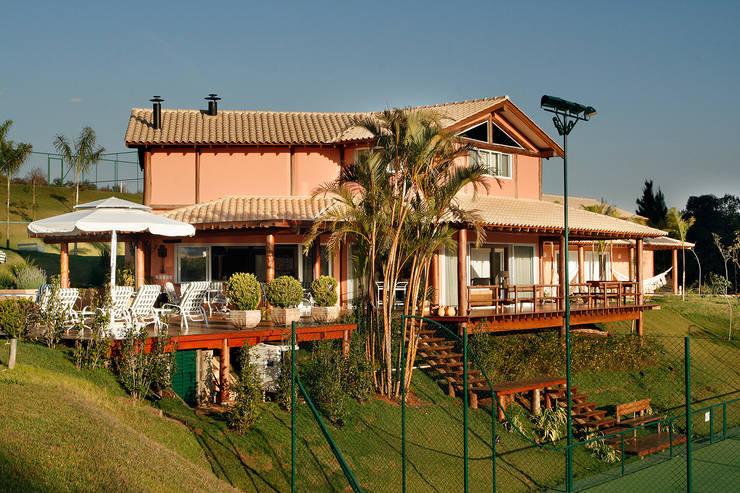 Casa Fazenda CC: Casas  por Silvia Cabrino Arquitetura e Interiores